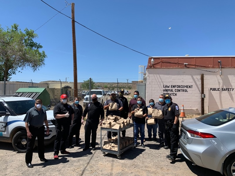 Laguna Burger delivers meals to Pueblo of Laguna police department